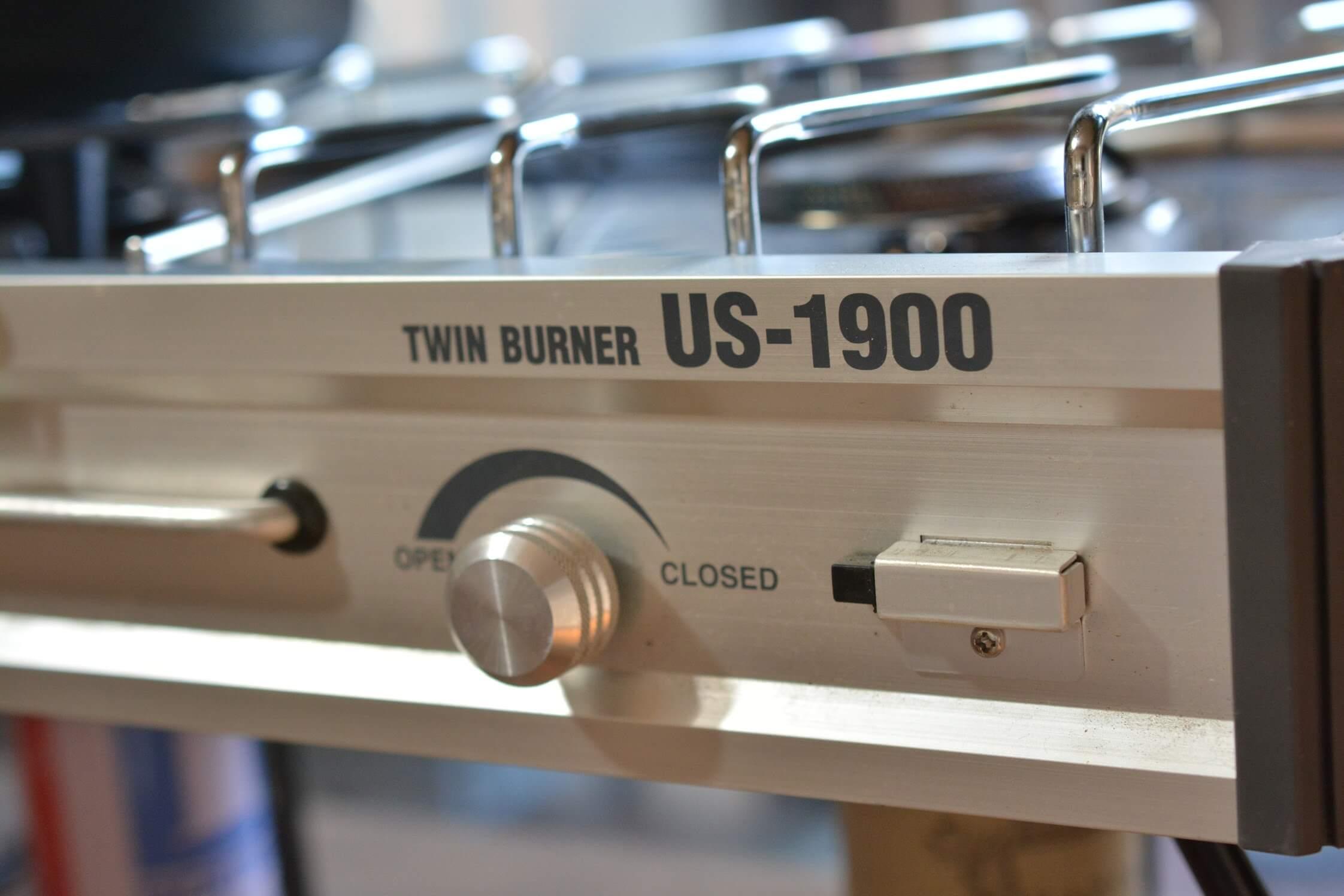 ユニフレーム ツインバーナーUS-1900 ガス調整つまみ&点火スイッチ