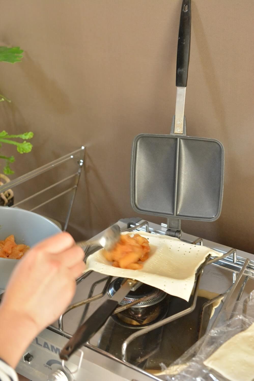 バウルー ホットサンドメーカー (ダブル) アップルパイを作る