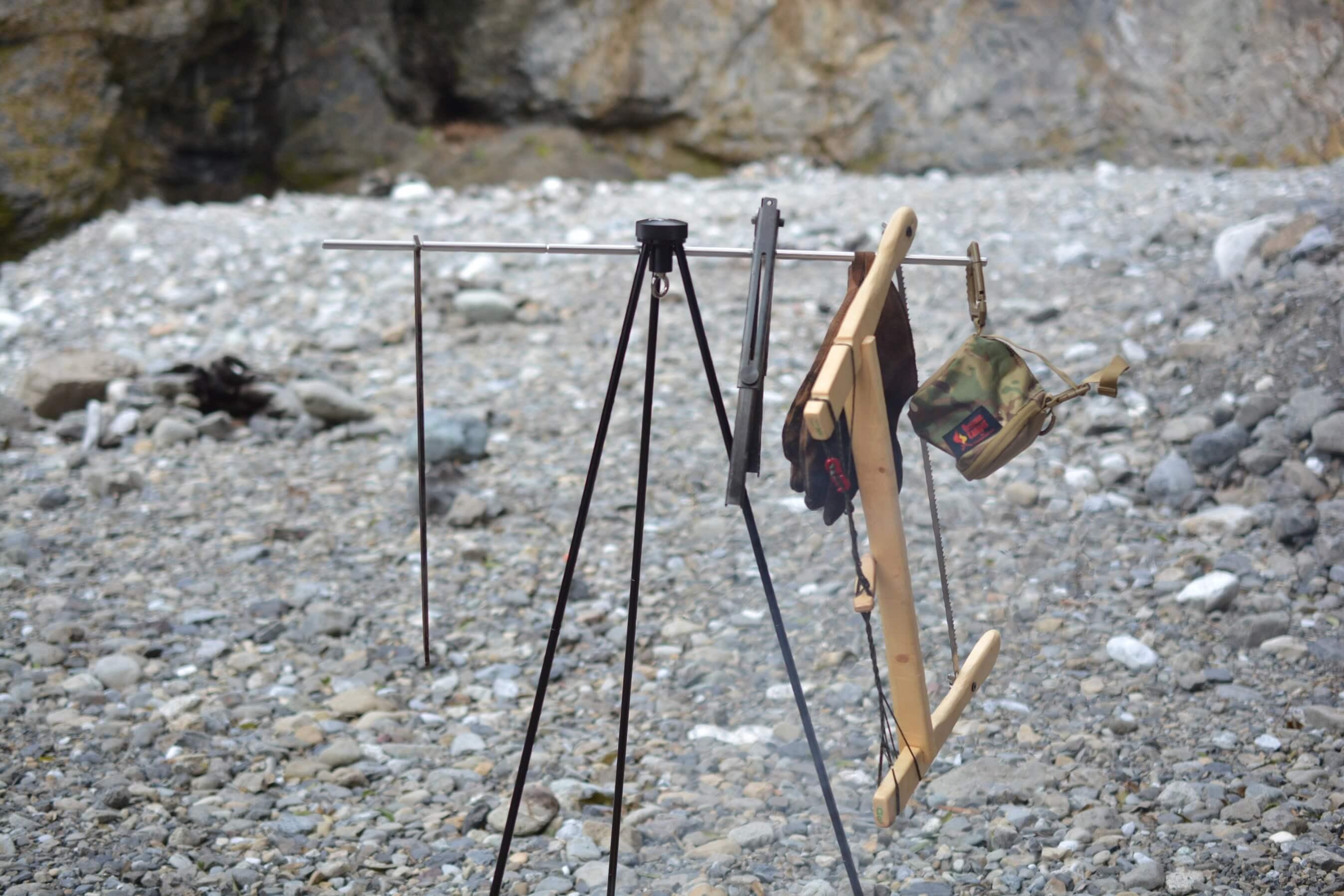 MURACO[ムラコ] AFRICAN EAGLE TRIPOD[アフリカンイーグル トライポッド] 焚き火ツールラックとして