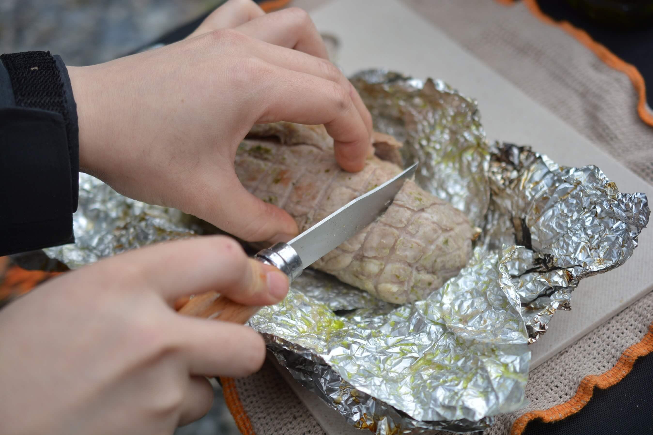 オピネルナイフ ステンレススチール No8 肉を切る