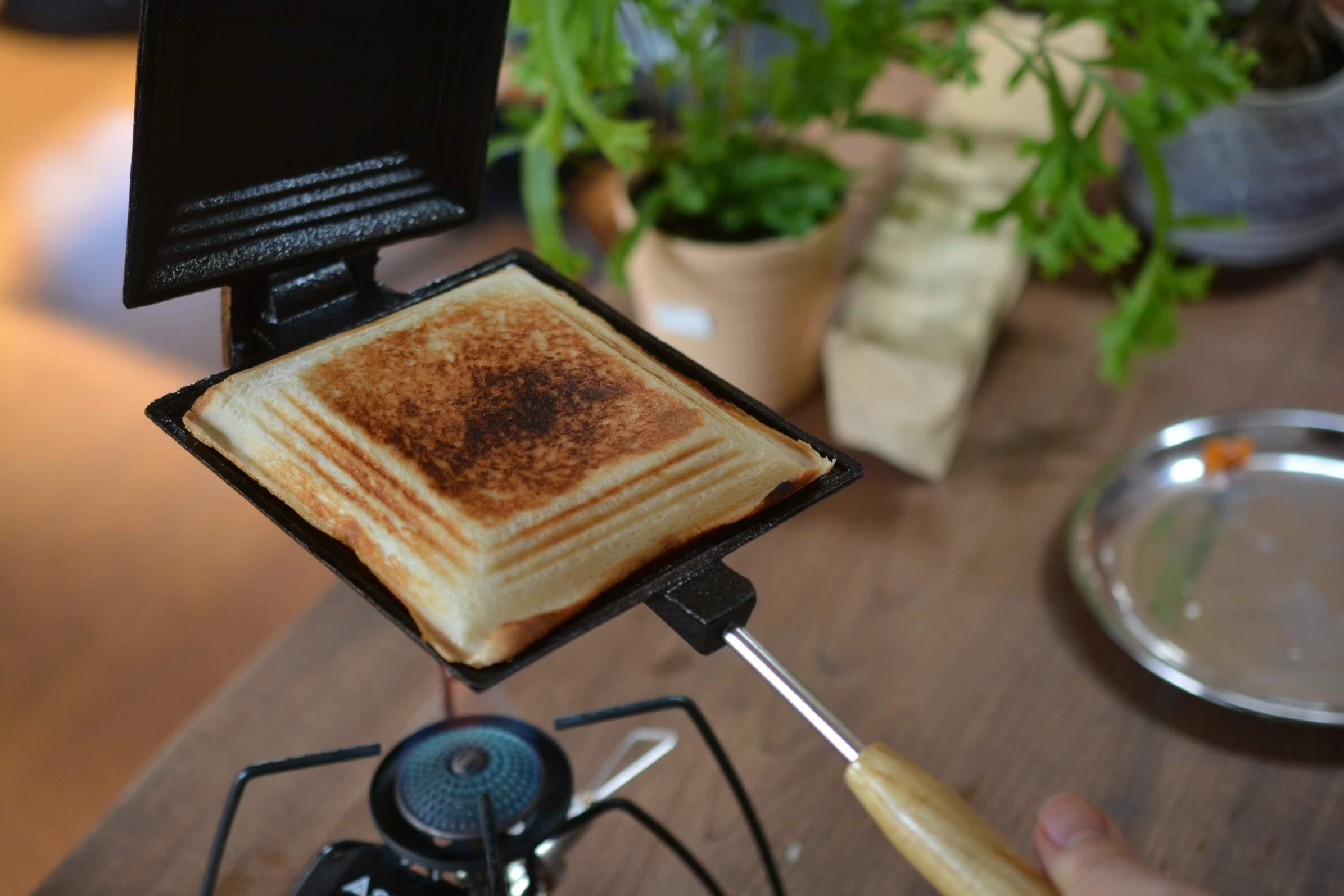 コフラン ホットサンドメーカー チーズタッカルビサンド 焼き上がり