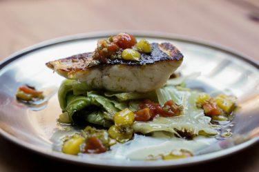 春きゃべつと真鯛のソテー(ポワレ) ふきのとうとプチプヨ(とまとの品種)のソース