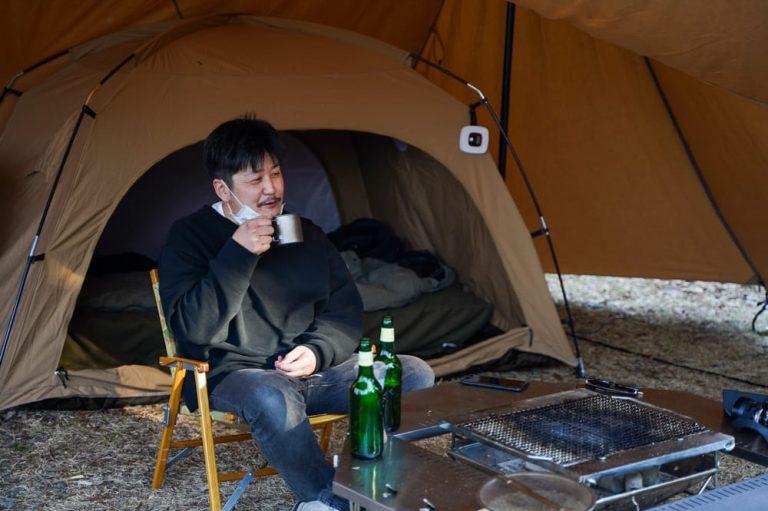 [キャンパー取材]ジカロテーブルとUUNIピザ窯で本気の調理。toe 美濃 隆章氏のキャンプスタイル。