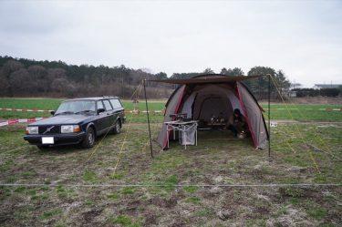 ボルボ240で行くキャンプ。唯一無二のカクカクボディ。頑丈で旧車入門にもおすすめ[オーナーインタビュー]